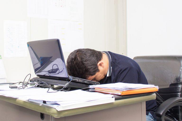 Ажил дээрээ ядрах нь алдаа гаргахын эх үндэс